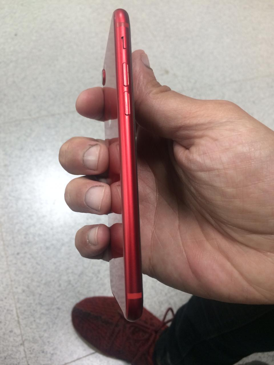 iPhone 8 red edition - photo 2