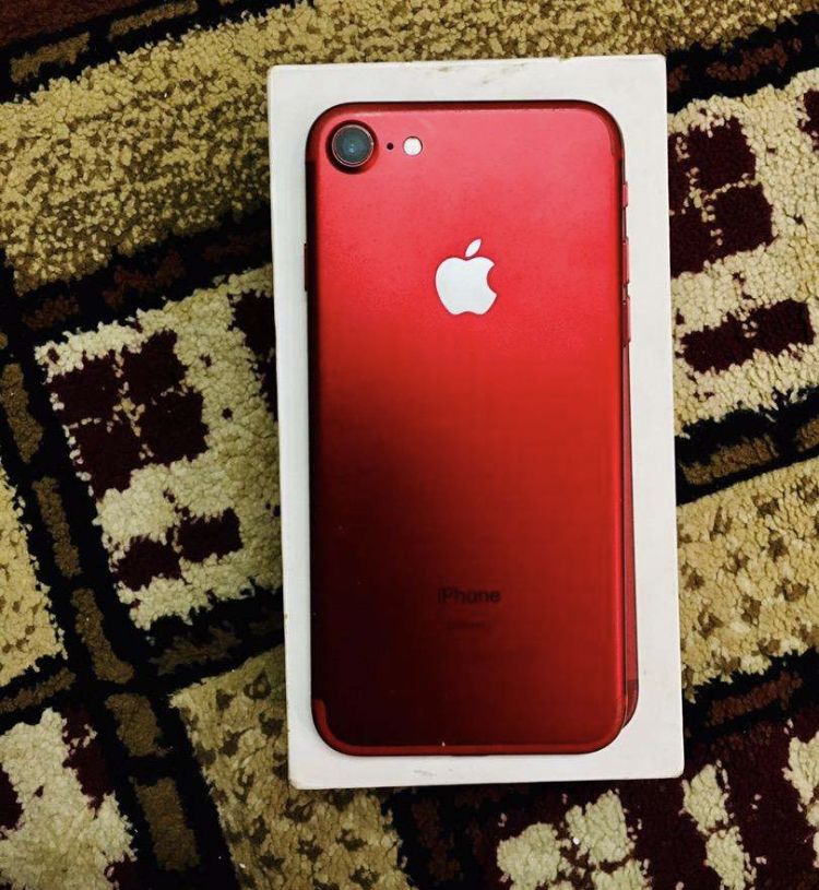 IPhone 7 red 128gb - photo 1
