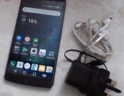 LG V10 very good condition 9/10 + charger + free iphone hands free (orignal)