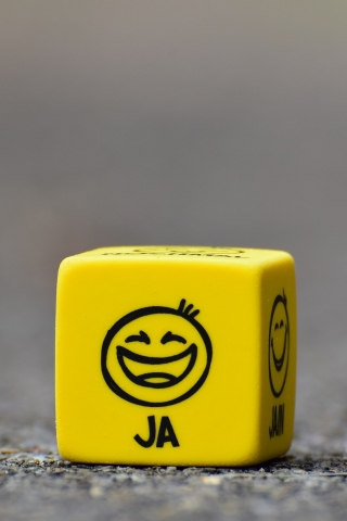 Smiley Cube  free mobile background